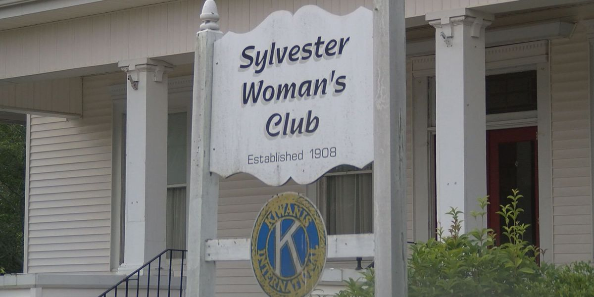 Fashion show to raise money for Sylvester Woman's Club