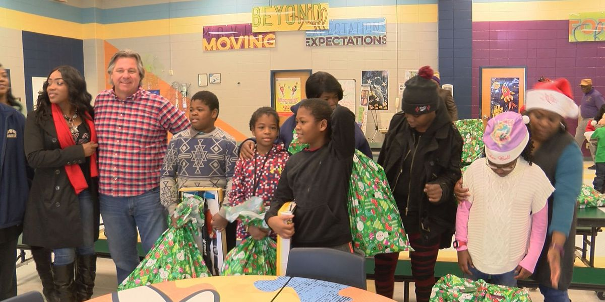 Christmas gift giveaway helps 40 children