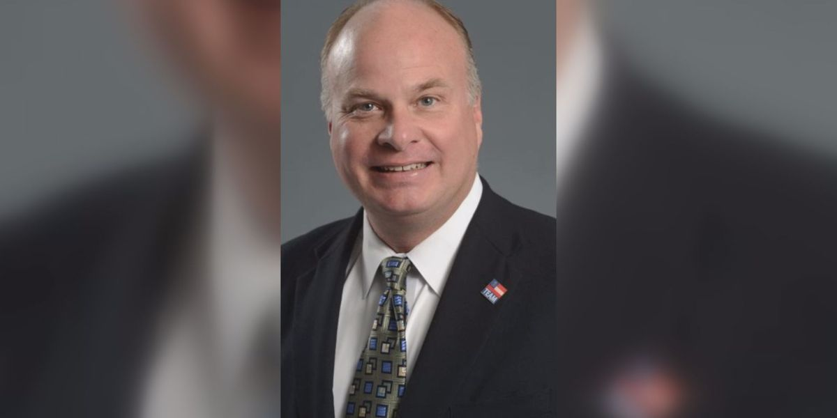 Lee Co. commissioner named new vice chairman