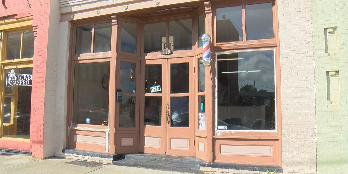 Barbershop opens up in downtown Albany