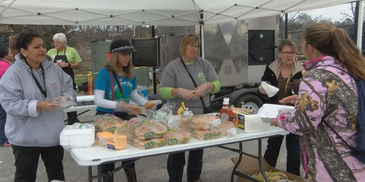 IN couple hands out meals to GA storm victims