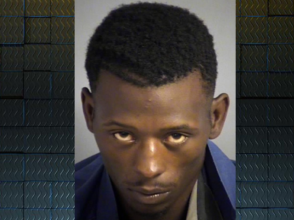 Valdosta man charged after barricading himself, child in home