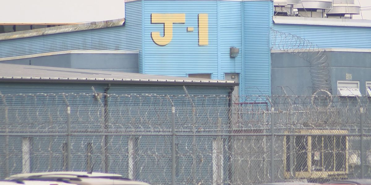 Former South GA prison officers face charges along with inmates