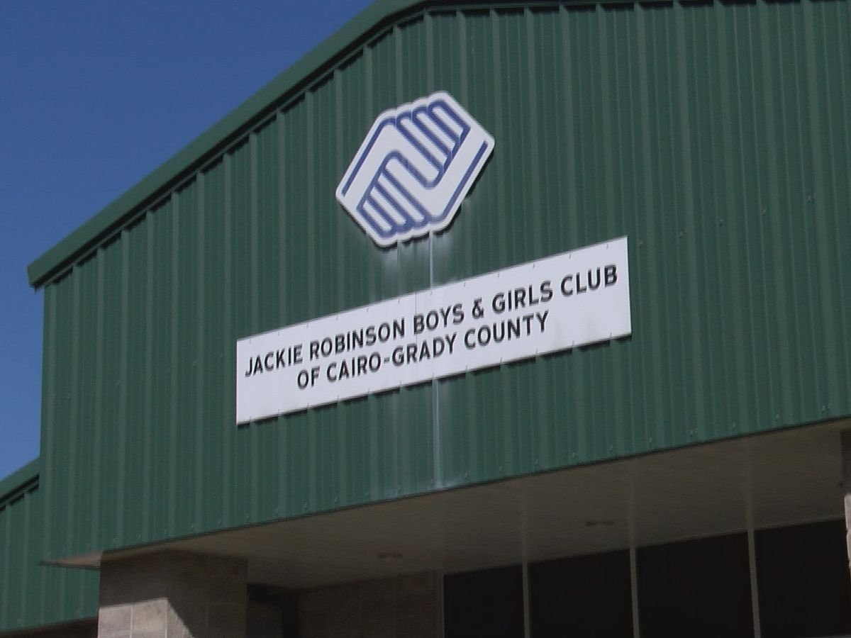 Boys & Girls Club gets yearly donation from Grady Co. commissioners