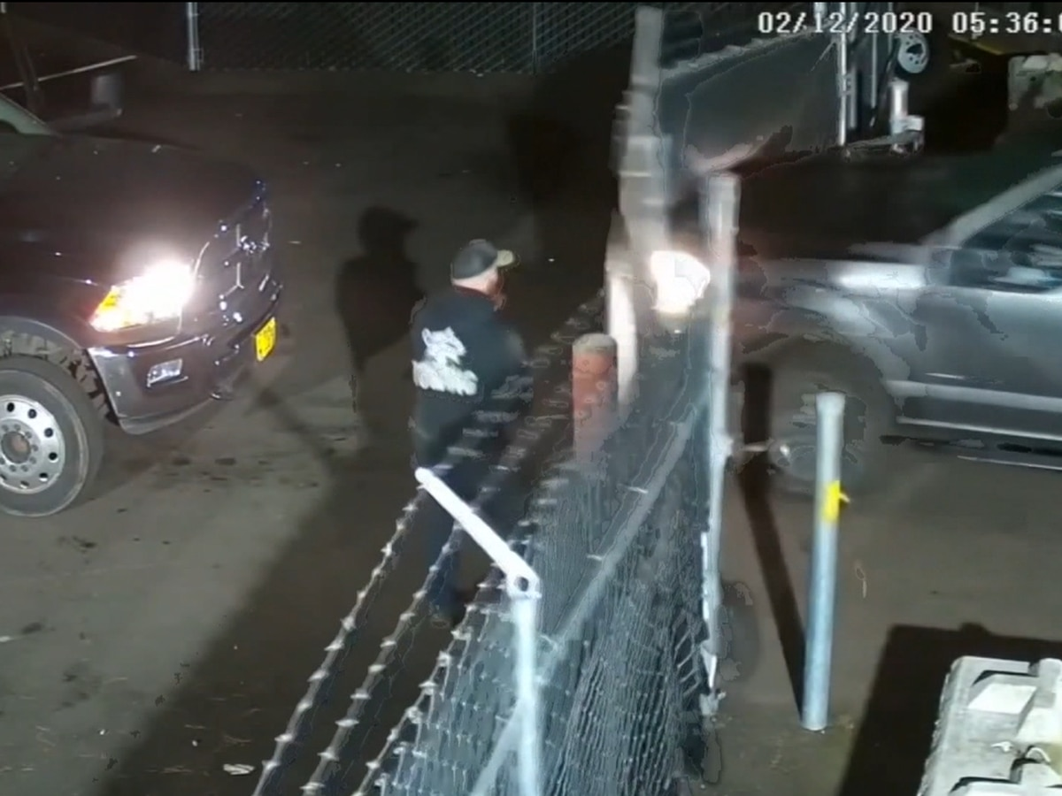 GRAPHIC: Robbery suspects hit employee with truck in Oregon