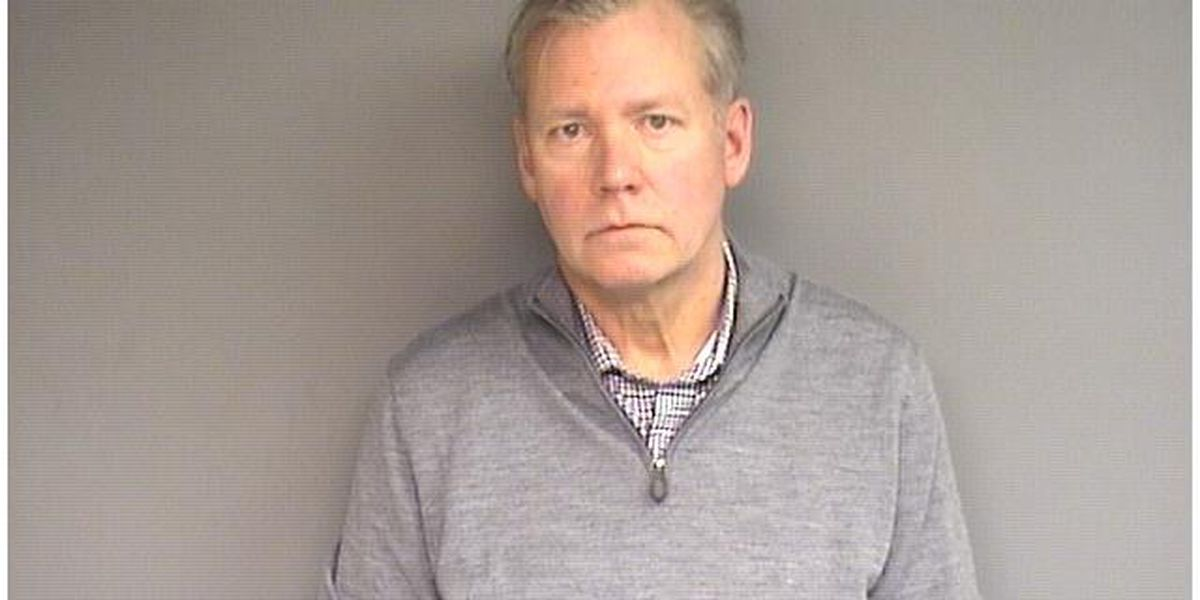 'To Catch a Predator' host Chris Hansen arrested, charged with bouncing checks