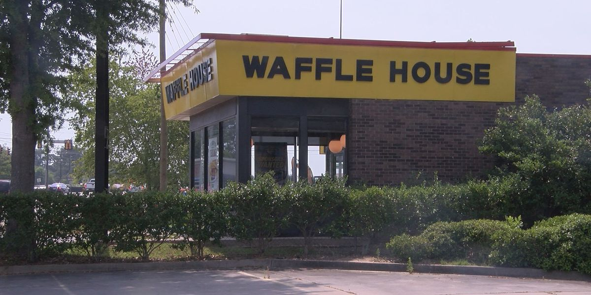 Man reports armed robbery in Waffle House parking lot