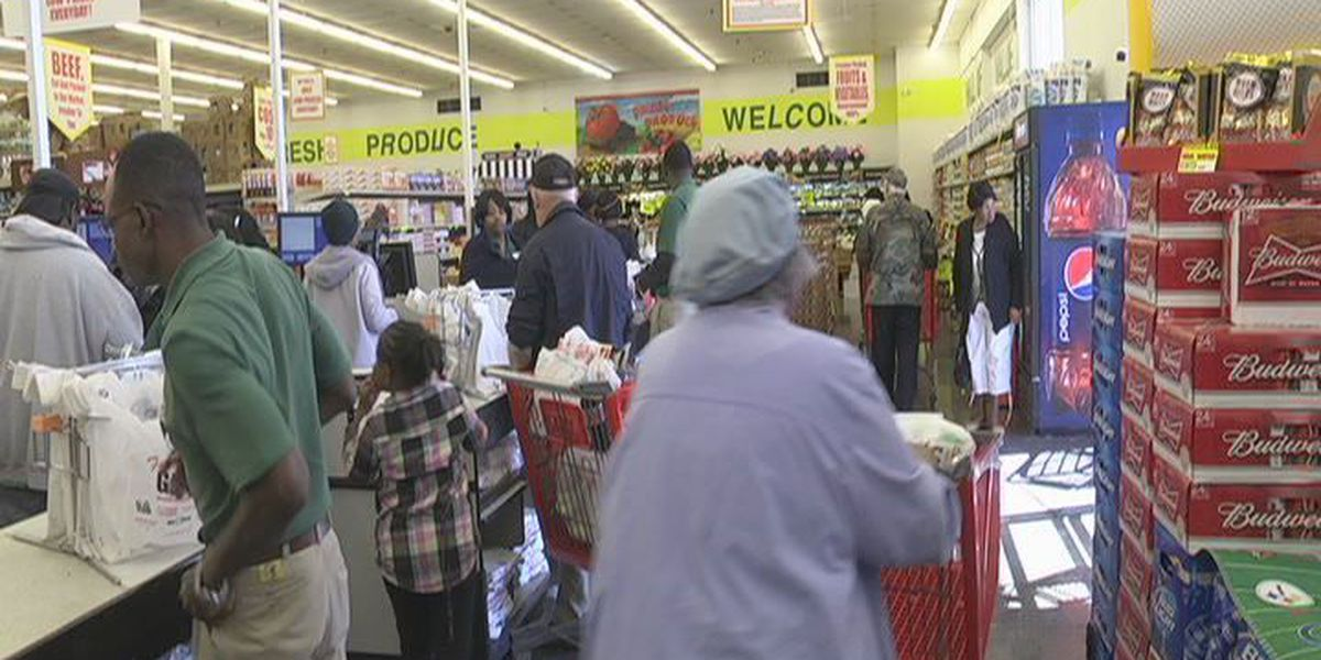 Grocery stores busy as Thanksgiving approaches