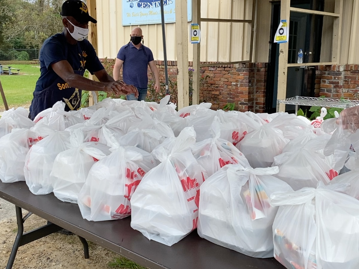 South Ga. organization distributes Thanksgiving meals to those in need in Valdosta