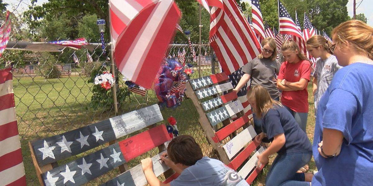 Hundreds pay respects for Lt. Weston Lee