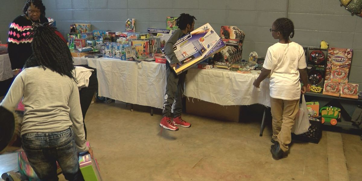 Students shop for Christmas gifts after school