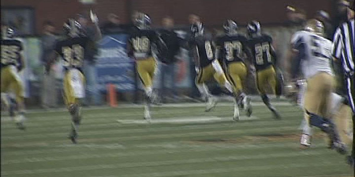 WALB PLAY OF THE WEEK (11/24/14): Colquitt Co.'s Barge returns fumble, swings game