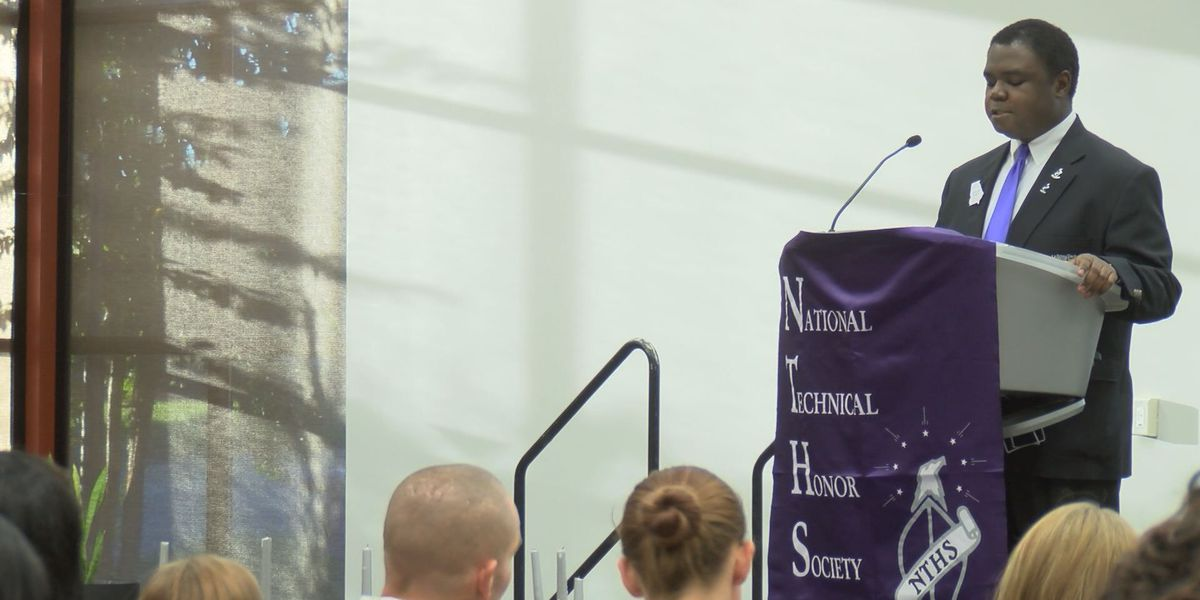 Albany Tech recognizes honor society inductees