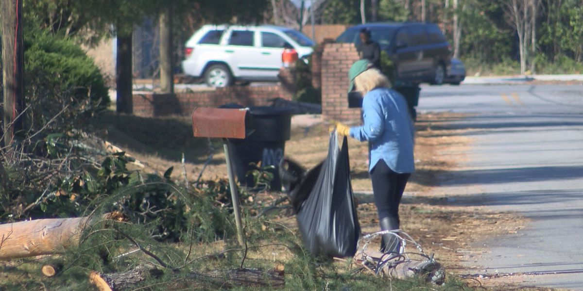 East Albany community comes together to clean-up