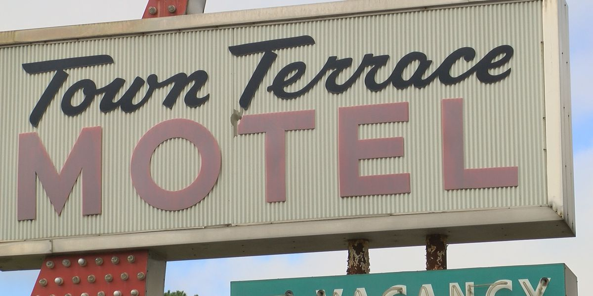 Community fights for Tifton 'Pink Motel'