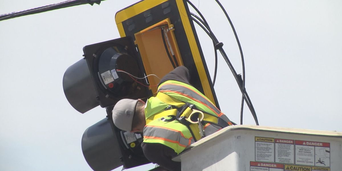 Valdosta drivers deal with a new traffic signal