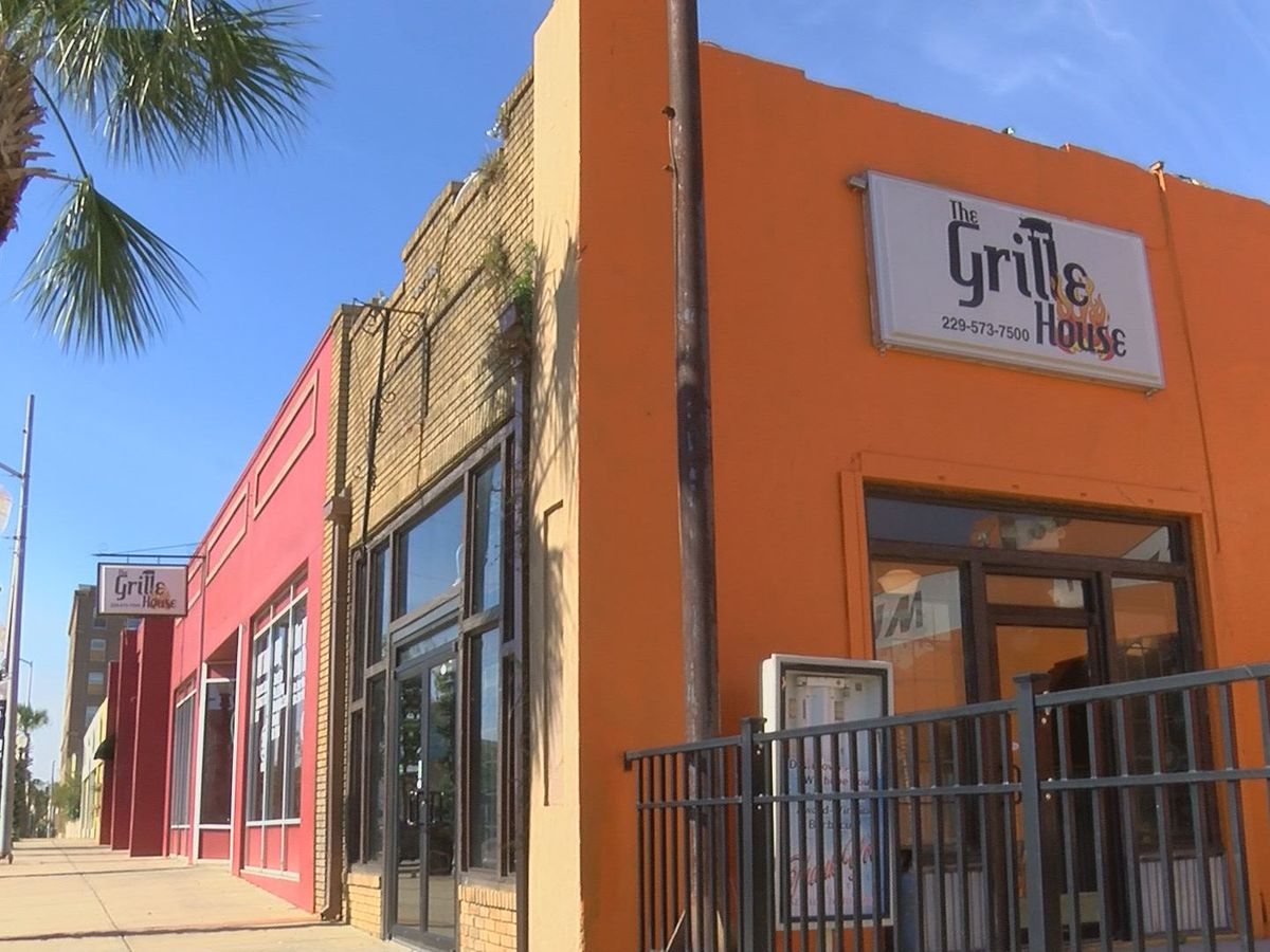 The Grille House holds Thanksgiving Event to help the homeless for the holidays