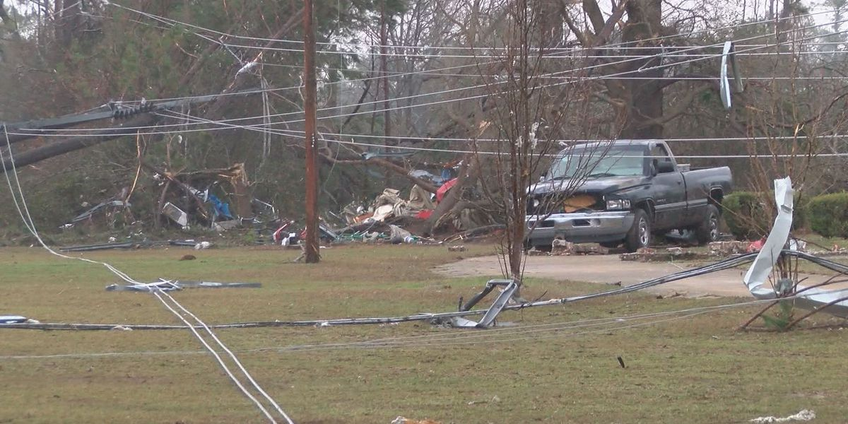 Crews working to restore power in East Albany