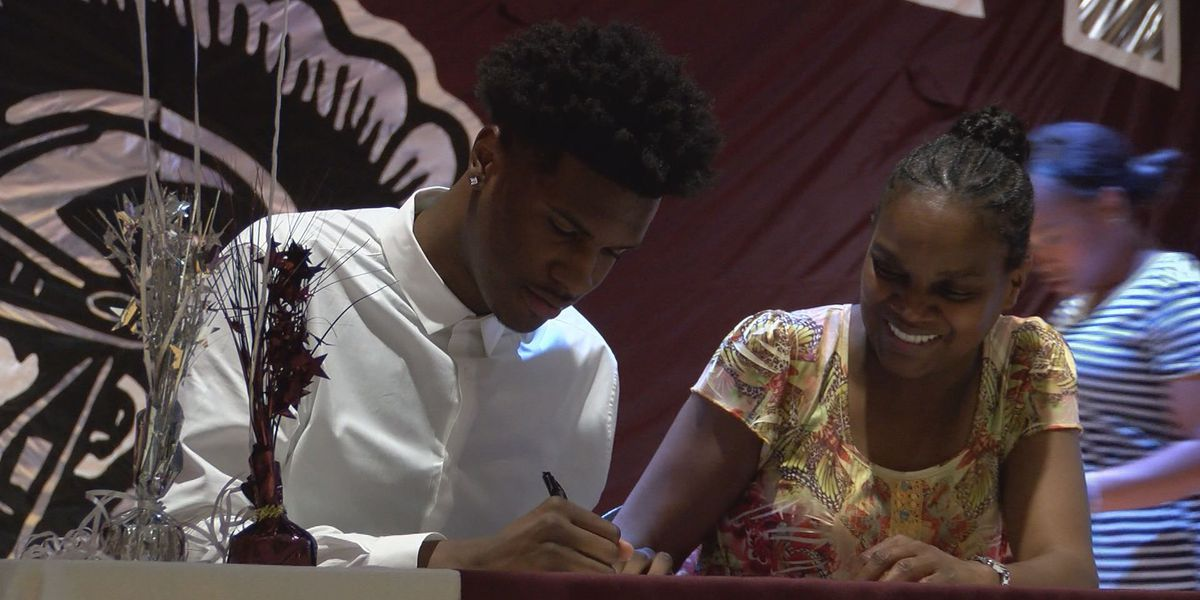 Curry chooses Ole Miss, 5 athletes sign at Dougherty