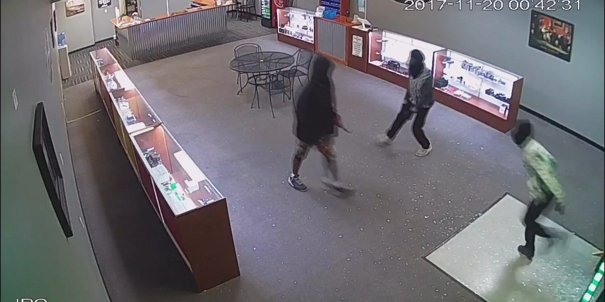 3 people wanted after breaking into Valdosta vape store