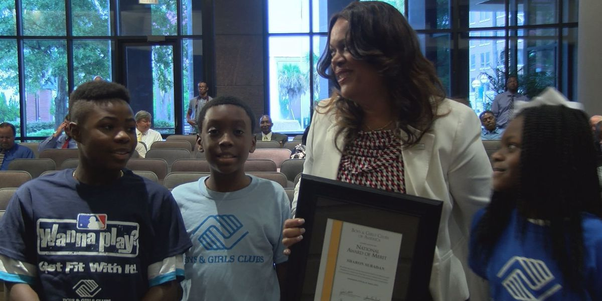 Boys & Girls Club presents award to Albany city manager