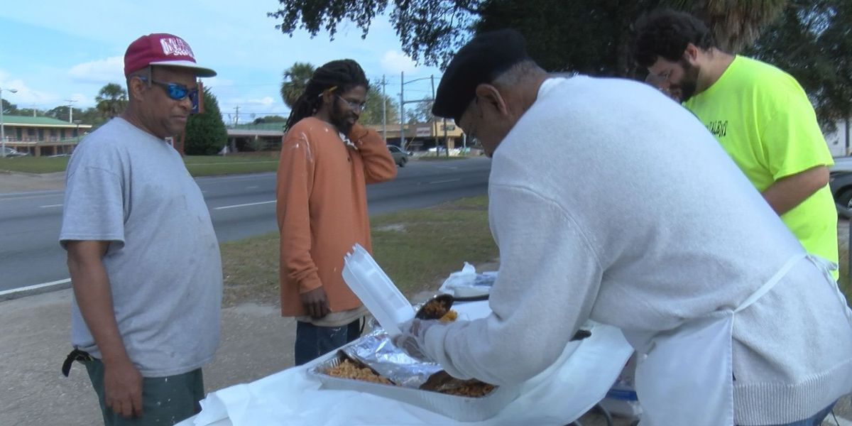 Islamic Center of Albany serves Thanksgiving meal to the homeless