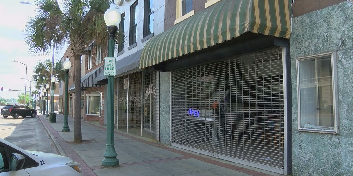 Albany Police enforcing non-essential businesses to close their doors to the public