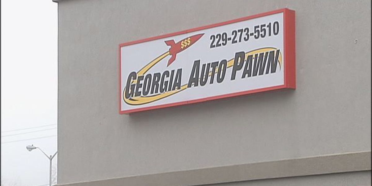 Suspects sought after Auto Pawn robbery