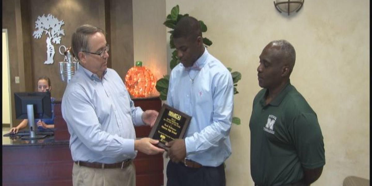 WALB PLAYER OF THE WEEK (10/21/15): Monroe's Robinson switches jersey, scores 4 TDs