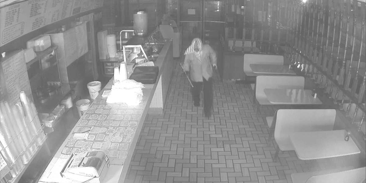 Moultrie police looking for man in restaurant burglary