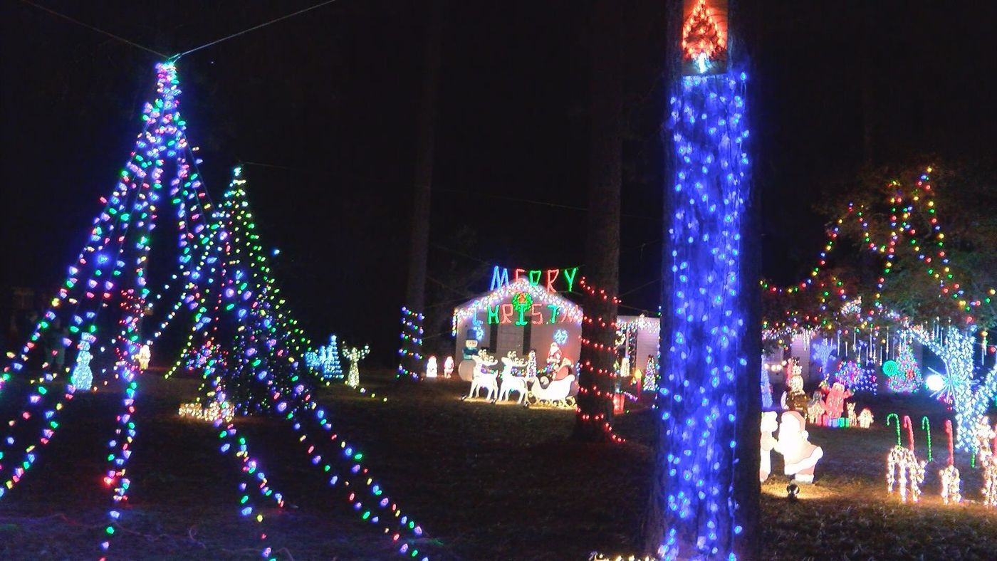 Moultrie family lights up neighborhood for a cause