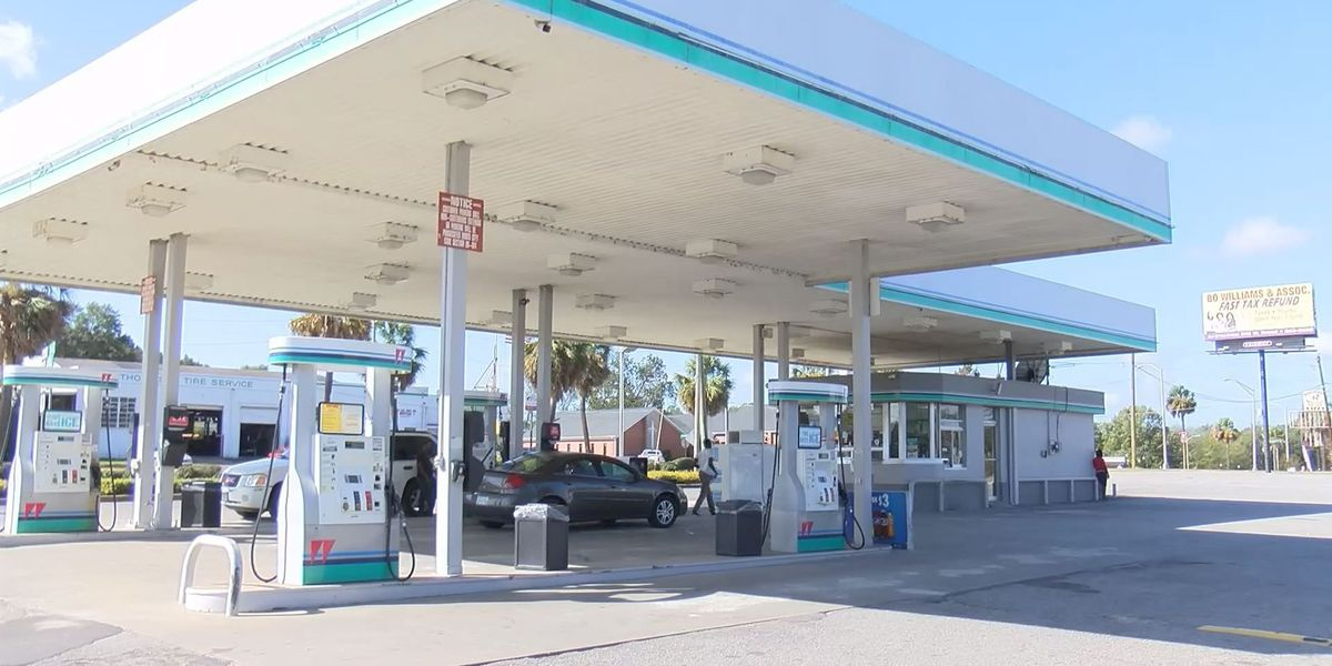 APD investigates shooting at gas station