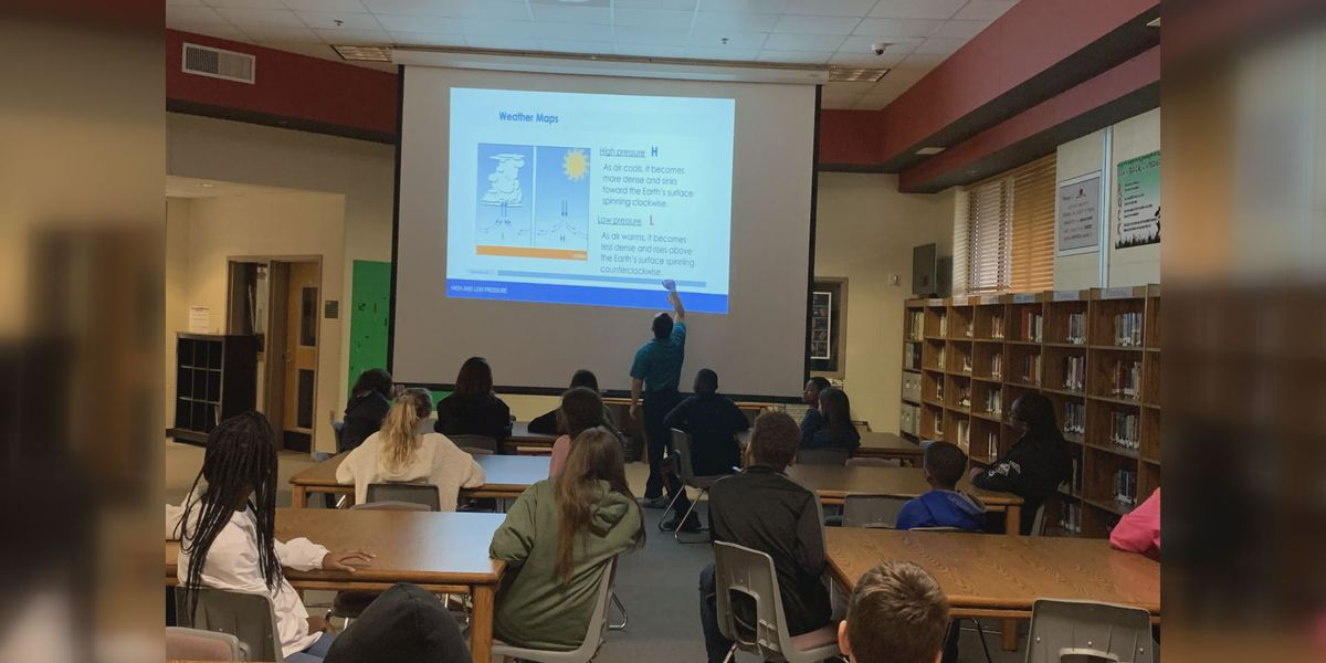 Lee County Middle School West learns about weather from WALB's Bradford Ambrose