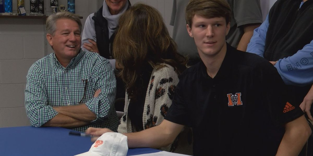 Garrett Sloan signs with Mercer Baseball