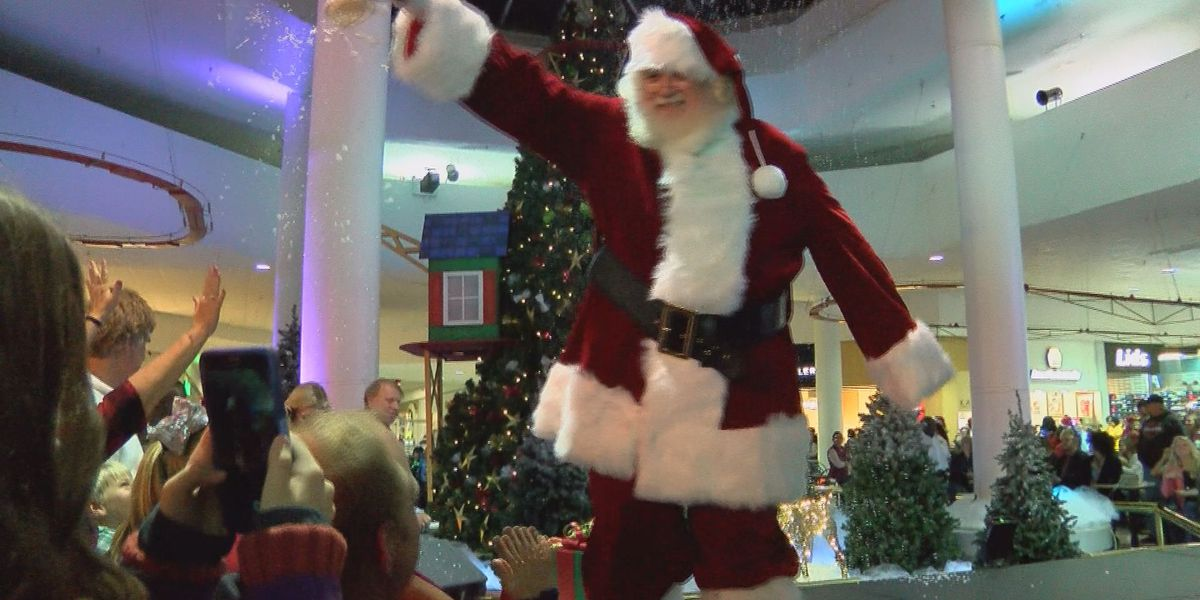 Santa Claus comes to the Albany Mall