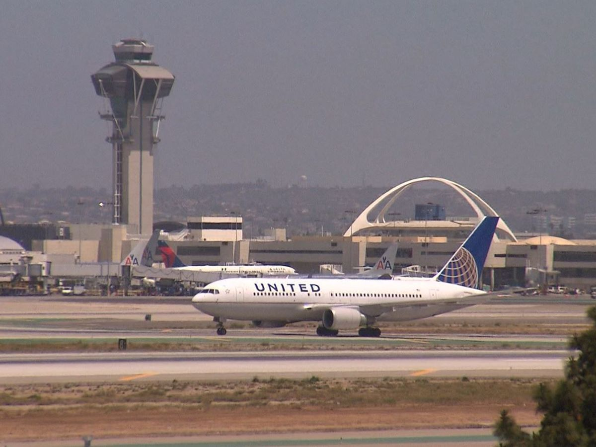 CDC: 'Strong recommendation' but no rule for masks on planes