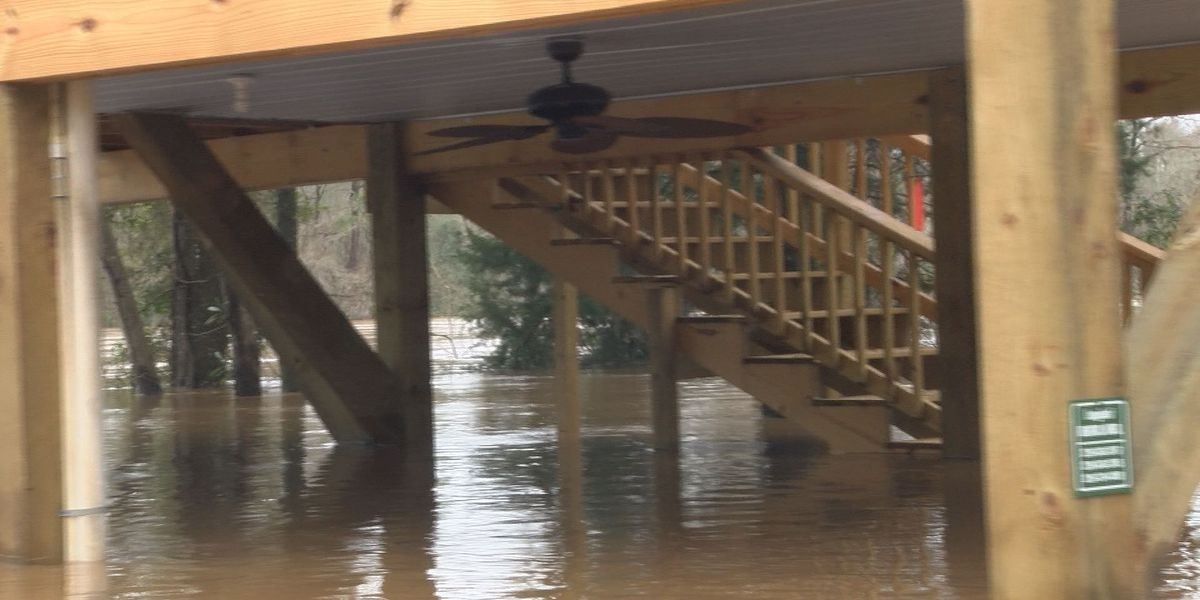 Cabins in Baker Co. flooded by Flint River