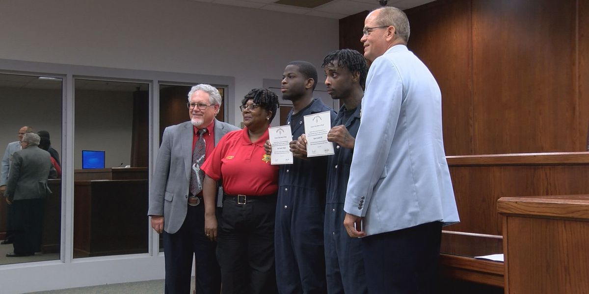Dougherty Co. inmates celebrate GED graduation with family