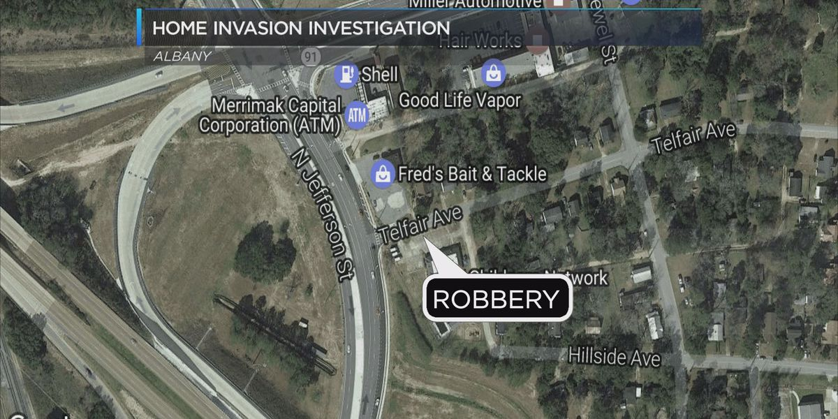 Police looking for robber who beat victim with a stick