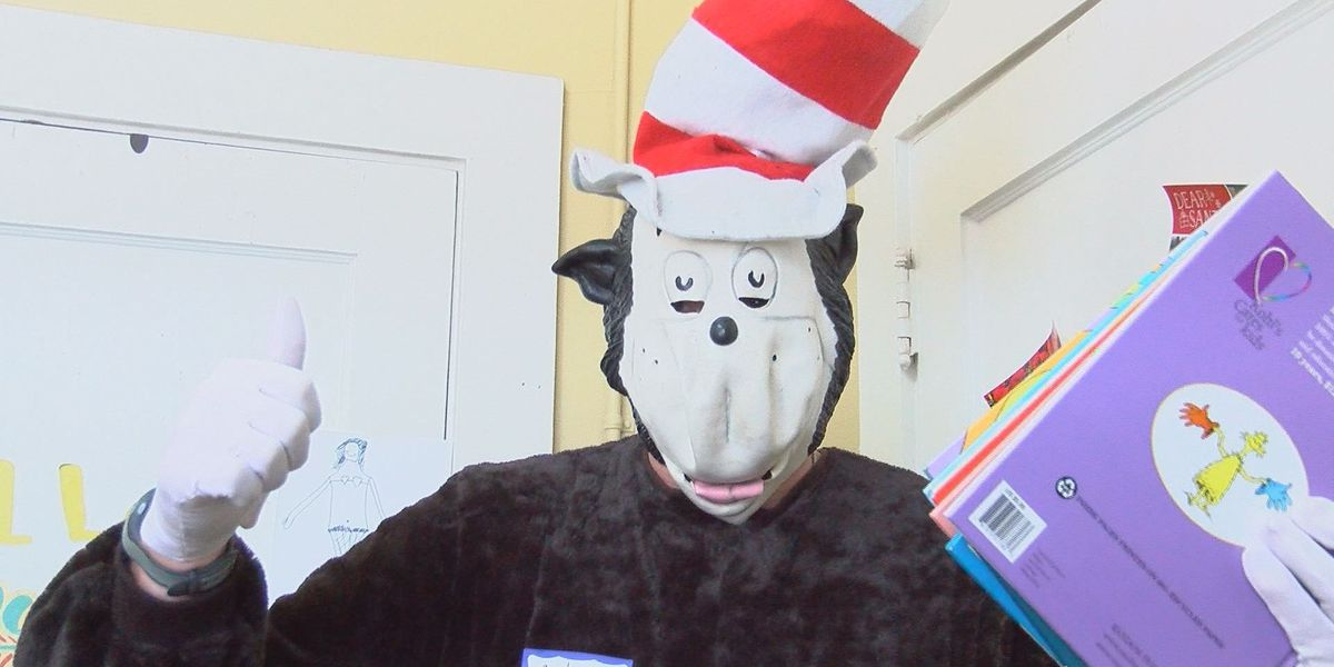 District attorney dresses up for Read Across America in Mitchell Co.