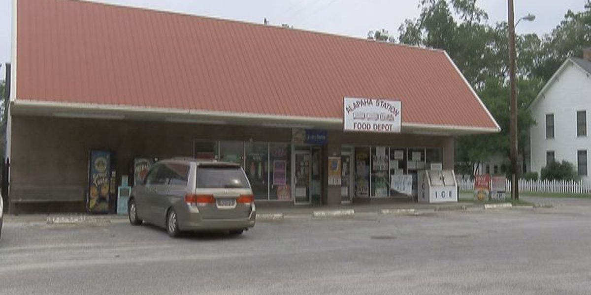 Alapaha store owner beaten, robbed