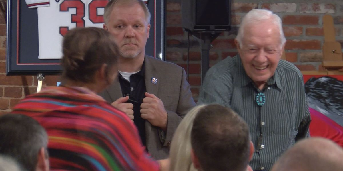 Fmr. President Carter and wife Rosalynn greet guests at presidential auction
