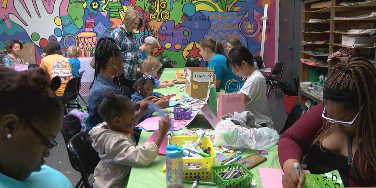 Art museum brings out local families