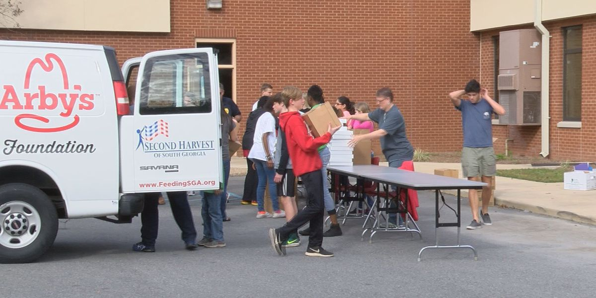 Hands On Thomas Co. volunteers prepare food bags for families
