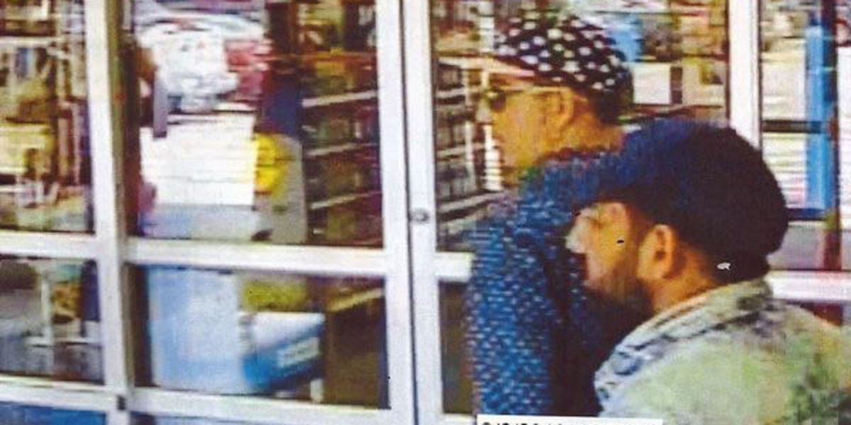 Men flim-flam cashier at Sylvester Walmart