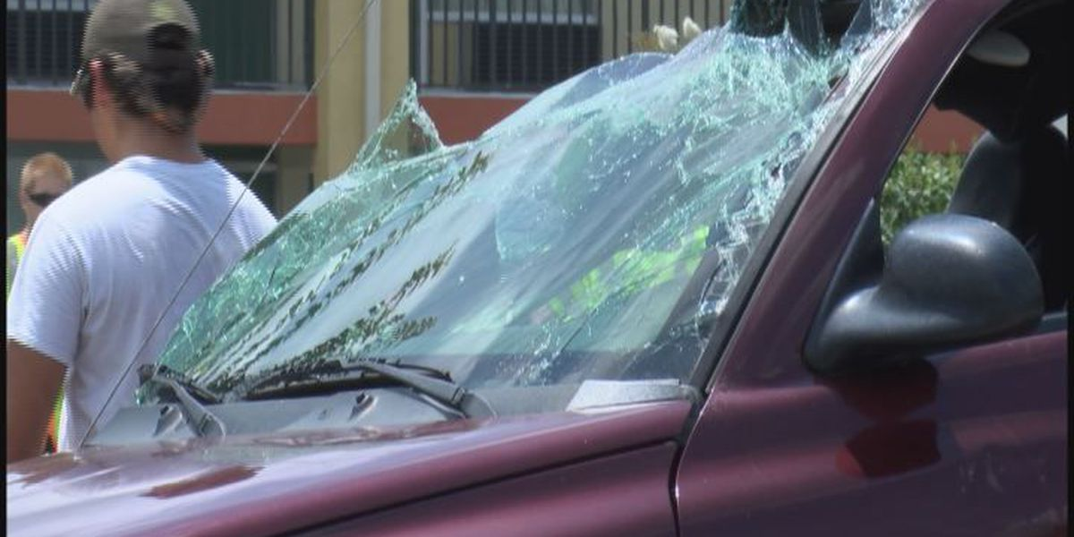 Seat belts save lives of two drivers in serious accident